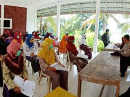 PENYALURAN. Antrean penyaluran Bantuan Sosial Tunai tahap 10 selama sepekan di beberapa wilayah.