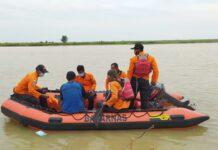 PENCARIAN. Tim SAR Gabungan melakukan pencarian terhadap nelayan yang hilang di Pantai Tanggulangin Kecamatan Klirong Kabupaten Kebumen, kemarin. (istimewa)