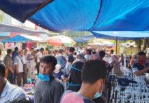 PASAR TIBAN - Proses transaksi jual beli di Pasar Tiban Jalan Slamet Riyadi,