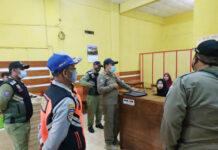 SOSIALISASI. Satpol PP Kota Magelang mengintensifkan pengawasan protokol kesehatan dan sosialisasi tentang PPKM ke masyarakat, termasuk tempat usaha dan fasilitas publik.