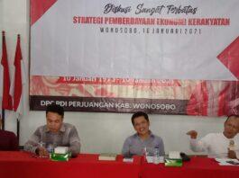 PEMBERDAYAAN. Diskusi terbatas bertema Strategi Pemberdayaan Ekonomi Kerakyatan di Panti Marhaen DPC PDI Wonosobo.