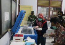 VAKSIN. Kepala Dinas Kesehatan bersama TNI Polri saat menerima kiriman vaksin sinovavc dari Dinkes Jawa Tengah.
