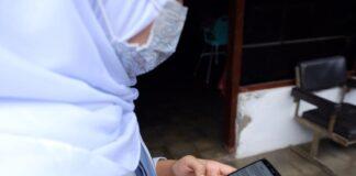 ILUSTRASI. Seorang siswa SMA sederajat di Kota Magelang saat menjalani PJJ daring dengan memanfaatkan gawai sebagai media pembelajarannya.