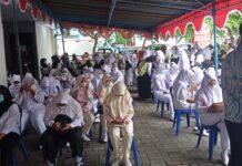VAKSINASI. Dalam rangka mendukung program pemerintah, civitas akademika SMK Citra Medika Kota Magelang mengikuti vaksinasi massal bekerja sama dengan Polres Magelang Kota. (foto : IST/magelang ekspres)